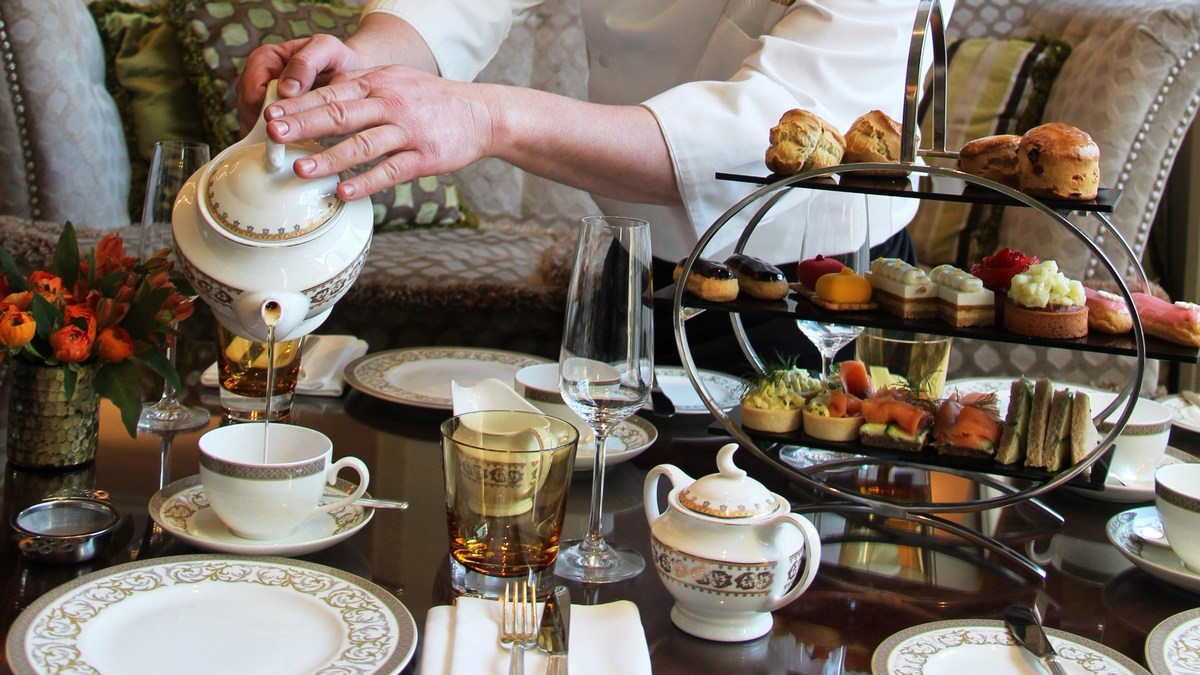 ארוחת תה מנחה במלון וולדורף אסטוריה ירושלים